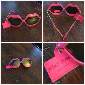 NWT Betsey Johnson Lip Design Sunglasses